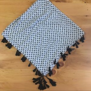 Wrap/scarf with tassels
